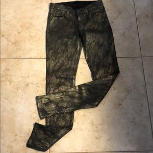 J Brand skinny Jeans BLK W/ gold foil Look. SZ 25
